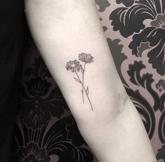 Daisy Tattoo Thank you for posting this post on your face . - Daisy Tattoo We would like to thank you if you would like to share this post with other people via - Small Daisy Tattoo, Simple Flower Tattoo, Flower Tattoo On Ankle, Sunflower Tattoo Small, Small Flower Tattoos, Cute Small Tattoos, Sunflower Tattoos, Flower Tattoo Designs, Cute Tattoos