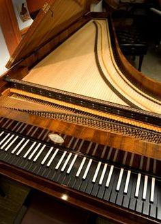 """O Centro Cultural Banco do Brasil Rio de Janeiro, apresenta uma mostra especial aos três séculos de piano, """"de Lodovico Giustini a Philip Glass"""", com direção de Giuli Draghi, em datas de agosto a dezembro."""