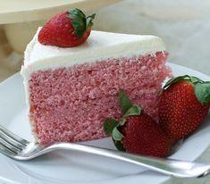 Fresh Strawberry Cake with Cream Cheese Swiss Meringue Buttercream I'm baking it today! Food Cakes, Cupcake Cakes, Fresh Strawberry Cake, Strawberry Cake Recipes, Frozen Strawberries, Köstliche Desserts, Delicious Desserts, Dessert Recipes, Baking Recipes