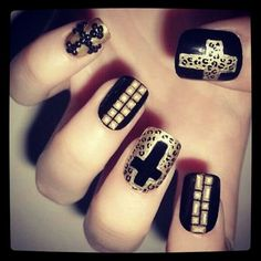 Completely in love with these nails!
