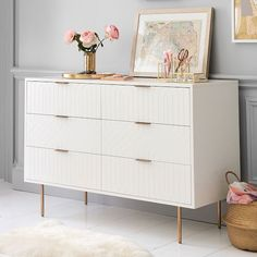 8 pieces of furniture and accessories for a tidy room! Teen Dresser, Bedroom Dressers, Bedroom Furniture, Home Furniture, Wide Dresser, Antique Furniture, Furniture Design, Furniture Buyers, Furniture Storage