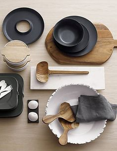 Clean, modern dining sets and tableware. Shop online for chic dinnerware sets, modern serving pieces, sleek flatware, minimalist drinkware and more. Modern Side Table, Ceramic Design, Deco Table, Interior Styling, Table Settings, Pottery, Table Decorations, Dining, Black White