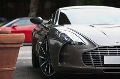La belleza. Aston Martin.