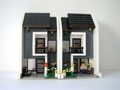 gasp! could it be!  finally a lego duplex for the ladies to imagine suburban housewifelife in legoworld.