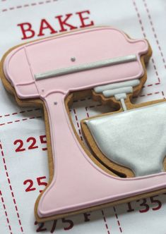 pink kitchenaid stand mixer cookie by @Sweetopia ~ Marian Poirier