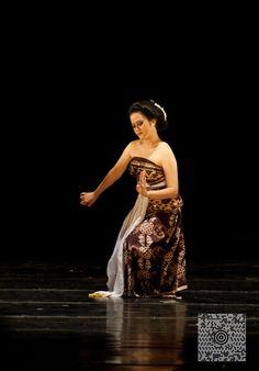 https://flic.kr/p/arCKRo   Serimpi   at Jogja International Street Performance  Serimpi dance is a dance of mystical nuances that come from Yogyakarta. This dance is accompanied by Javanese gamelan.
