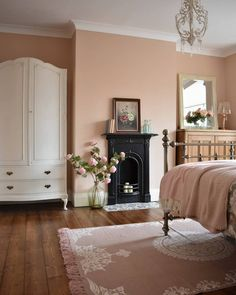 Victorian Home Decor, Victorian Fireplace, Modern Victorian Bedroom, Unused Fireplace, Victorian Homes, Bedroom Alcove, Home Bedroom, Bedroom Ideas, Master Bedroom