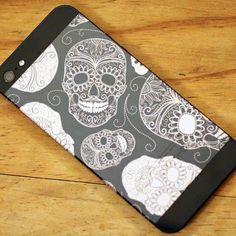Black iPhone 5 laser engraved with skulls artwork by Etch Laser Cutter Projects, Laser Art, Skull Artwork, Laser Engraving, Engraving Ideas, Skull Design, Iphone, Laser Cutting, Skulls