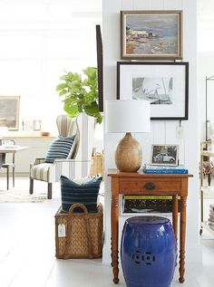 Tips for decorating a small entry/ entryway/ foyer (Image: One Kings Lane)
