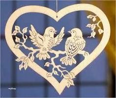Not wild about the heart but otherwise a nice scroll saw project Kirigami, Bird Crafts, Diy And Crafts, Paper Crafts, Wood Burning Patterns, Wood Patterns, Paper Cutting Patterns, Intarsia Wood, Carving Designs