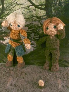 Prisoner Jaime Lannister and Brienne of Tarth. Jaime's hand is removable and attached by magnets. Game of thrones amigurumi Moñacos, cosicas y meriendacenas