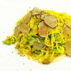 tajarin con fiori di zucchine, tartufo nero e crema di parmigiano Ristorante le vigne e i faló Castagnito CN