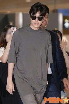 #LEEMINHO a su llegada al aeropuerto Incheon en Corea.  (2/Agosto /16)  Cr.logo