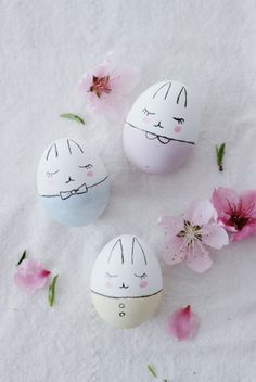 Süße Hasen-Ostereier bemalen crafts for kids to make easter Bunny Easter Eggs DIY Pinterest Easter Ideas, Kids Crafts, Diy And Crafts, Craft Kids, Wood Crafts, Easter Egg Designs, Easter Egg Crafts, Diy Ostern, Hoppy Easter