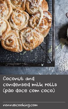Coconut and condensed milk rolls (pão doce com coco) Flour Recipes, Milk Recipes, Dove Recipes, Milk Roll, Bun Recipe, Shredded Coconut, Condensed Milk, Buns, Breads