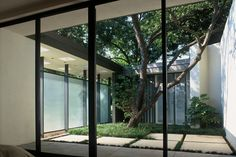 Atrium House Inspirations Modern - Page 22 of 53 Modern Exterior, Exterior Design, Casa Patio, Outdoor Spaces, Outdoor Living, Courtyard House, Interior Garden, Light Architecture, Mid Century House