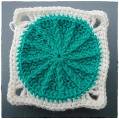 Granny Square (circle with edging)  diagramme http://jesuisunemarmotte.over-blog.com/article-diagramme-du-sunny-spread-100747879.html