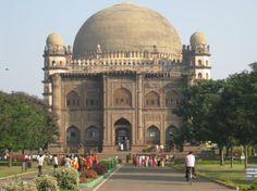 Bijapur, a small town bordering Maharashtra and Karnataka was once the capital of Adil Shah dynasty for more than 200 years. Bijapur is a city witness of wars and history from the period of chalukya  to Adil Shahi, Mugal shahi and Maratha. Bijapur is also known for its excellent Muslim architecture like Gol Gumbaz and Ibrahim Rauza.