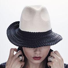 INFLOA supple hat ivory/black