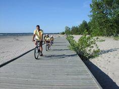 Wasaga Beach: the world's longest freshwater beach! Summer Beach, Summer Fun, Ontario Beaches, All About Canada, Wasaga Beach, O Canada, Far Away, Fresh Water, Surfing