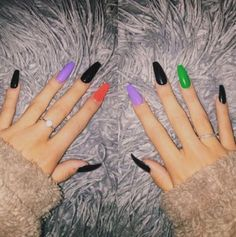 Acrylic Halloween Nails that are Truly Spooktacular HalloweenNails coffinnails 733734964275684076 Black And Purple Nails, Purple Acrylic Nails, Best Acrylic Nails, Black Nails, Neon Nails, Holloween Nails, Halloween Acrylic Nails, Halloween Nail Designs, Halloween Decorations