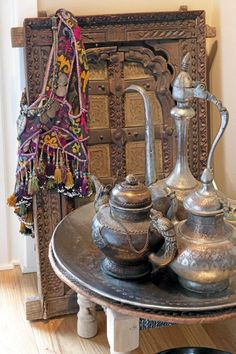 I desperately want the hubby's B.I.L to bring me a Moroccan Tea set. *le Sigh*
