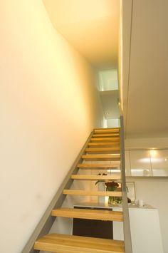 Stiegenlauf / Leiter in die Wohngalerie #stair Architekt: DI Bernd Ludin, Foto: Gerda Eichholzer Stairs, Home Decor, Commercial Real Estate, Ladder, Homes, House, Ladders, Homemade Home Decor, Stairway