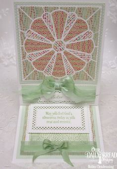 handmade quilt card by Stamperrobin ... Dresden Plate die cut quilt block ... peach and mint ... perfect bows ... lovely ..