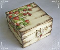 Discover thousands of images about trusk Decoupage Wood, Decoupage Vintage, Wood Crafts, Diy And Crafts, Paper Crafts, Shabby, Altered Cigar Boxes, Painted Boxes, Craft Box