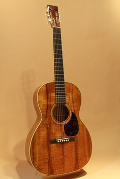 Martin OOO-28K Authentic 1921 (2014) :  Reproduction of 1921 OOO-28K exhibited in the Martin Guitar Museum. All Figured Koa.