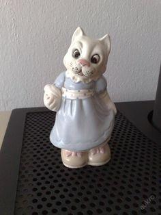 Kočička, starý, zn. Royal Dux, v 12cm
