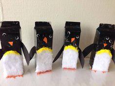 Lav de sødeste pingviner ud af mælkekartoner. Hunter Boots, Rubber Rain Boots, Kindergarten, Crafts For Kids, Projects To Try, Lunch Box, Activities, School, Mathematics