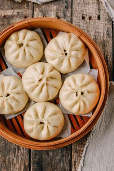 Jan 2017 - Vegetarians and vegans, these Steamed Vegetable Buns are vegan and delicious. This step-by-step steamed vegetable bun recipe will show you the way! Chinese Vegetables, Steamed Vegetables, Vegetable Dish, Vegetable Dumplings, Vegetarian Recipes, Cooking Recipes, Healthy Recipes, Free Recipes, Asian Desserts