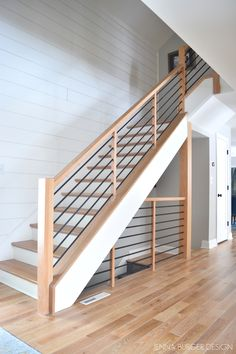 Fantastic photo - take a look at our brief article for many more designs! Wood Railings For Stairs, Indoor Railing, Interior Stair Railing, Modern Stair Railing, Stair Railing Design, Banisters, Design Of Staircase, Staircase Design Modern, Balustrade Design