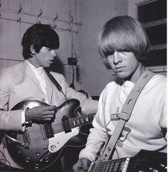 KEITH RICHARDS et BRIAN JONES theswingingsixties:  Keith Richards and Brian Jones tune up.