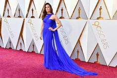 The Oscars are the pinnacle of the Hollywood awards season. Let's look at some of the most beautiful gowns and dresses to have graced the red carpet. Best Oscar Dresses, Best Gowns, Blue Dress Makeup, Electric Blue Dresses, Oscars Red Carpet Dresses, Blue Gown, Prom Dresses, Formal Dresses, Jennifer Garner