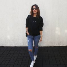 """1,293 Me gusta, 239 comentarios - Lúcia Cristina Chan (@lucitacris) en Instagram: """"Living in maxi and comfy sweater x ripped jeans lately ✅"""""""