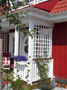 Bau eines roten Schwedenhauses mit Rörvikshus. Musterhaus für Baden - Württemberg.