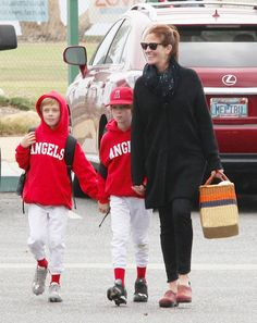 Julia Roberts and her twins Multiple Births, Fraternal Twins, Julia Roberts, Triplets, Rare Photos, Music Videos, Poems, Actresses, Actors