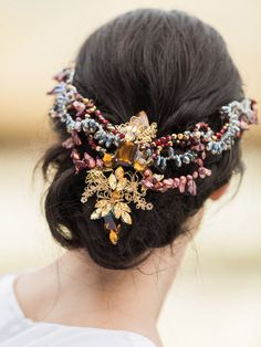 Embellished headpiece for the Renaissance bride // Shakespeare in Love: A Styled Shoot on the Set of the Tempest Bridal Comb, Bridal Hair Vine, Loose Hairstyles, Wedding Hairstyles, Flower Headdress, Barrettes, Wedding Hair Accessories, Mode Style, Hair Jewelry