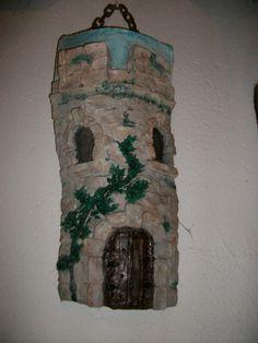 teja de un castillo decorada