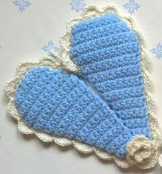 Crocheted heart shape oven clove