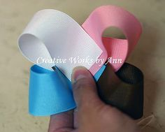 Do in Vis colors - Free Quad Color Bow HairBow Instructions: hairbow free directions, hair bow business work at home Ribbon Hair Bows, Diy Hair Bows, Diy Bow, Bow Hair Clips, Hair Bow Tutorial, Making Hair Bows, Bow Making, Boutique Hair Bows, Diy Hair Accessories