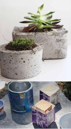 Utilizando unos moldes improvisados con recipientes caseros y un poco de cemento podremos crearnos, tal y como vemos en la imagen, unas interesantes macetas o pequeñas jardineras de hormigón ideales para nuestro jardín. Y quien dice macetas también puede hablar de otros objetos, como esto…