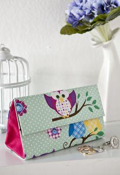 Carteira de mão - http://www.portaldeartesanato.com.br/materias/2853/carteira+de+m%C3%A3o