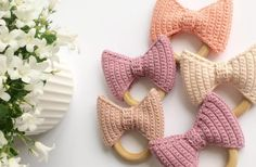 Sløjfebidering - Stine Bohn Free Crochet, Crochet Baby, Knit Crochet, Baby Knitting Patterns, Crochet Patterns, Chrochet, Toddler Outfits, Activities For Kids, Projects To Try
