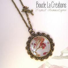 Collier cabochon Baroque °Esprit Romantique° en métal couleur bronze et aquarelle rose pâle : Collier par bouclella