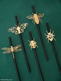 A Botanical Tablescape with 5 DIY Projects - easy crafts to help decorate a gorgeous Entomology inspired table for any party or celebration! #diy #carfts #diycrafts #tablescape #tabledecor #tabletop #tablesetting #insects #wedding #entomology #botanicaltable #dinnerparty #adulthalloween #halloweentable