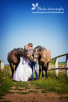 #horsewedding, #bride, #groom, #vintagewedding, #horse, #wedding, #vintage, #farm, #horses, #alieskaphoto, #jeans, #kiss, #nature, #kissing; #horsekissing