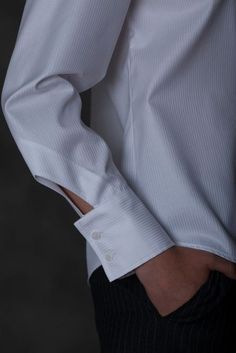 28 amazing cuff and rug design ideas .- 28 изумительных идей оформления манжеты и ру… 28 amazing cuff and sleeve design ideas - Sleeves Designs For Dresses, Sleeve Designs, Blouse Designs, Sewing Sleeves, Cuff Sleeves, Kleidung Design, Fashion Details, Fashion Design, White Shirts